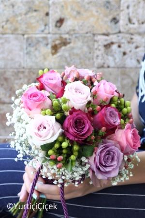 Renkli Güllerden Gelin Buketi