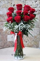 Seviyorum seni demek istiyorsanız 11 kırmızı gül tam size göre. Sevdiklerinize göndereceğiniz kırmızı güller çok özel bir hediye olacak. Yaklaşık Ürün Boyutu : 45 cm